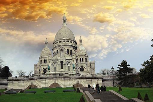 Le Sacré Coeur à Montmartre proche de l'hôtel Little Regina Paris